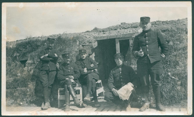 VFFY24/31: Groepsfoto in de loopgraven, IJzerfront, 1914-1918 - ADVN, Antwerpen / IJzerbedevaartarchief