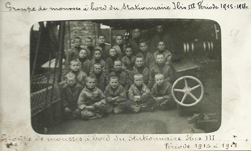 Jongens van de Oostendse visserijschool IBIS vertrokken op 13 oktober 1914 naar Engeland en verbleven er gedurende de ganse oorlog in Milford Haven. Archief ibis, Oostende