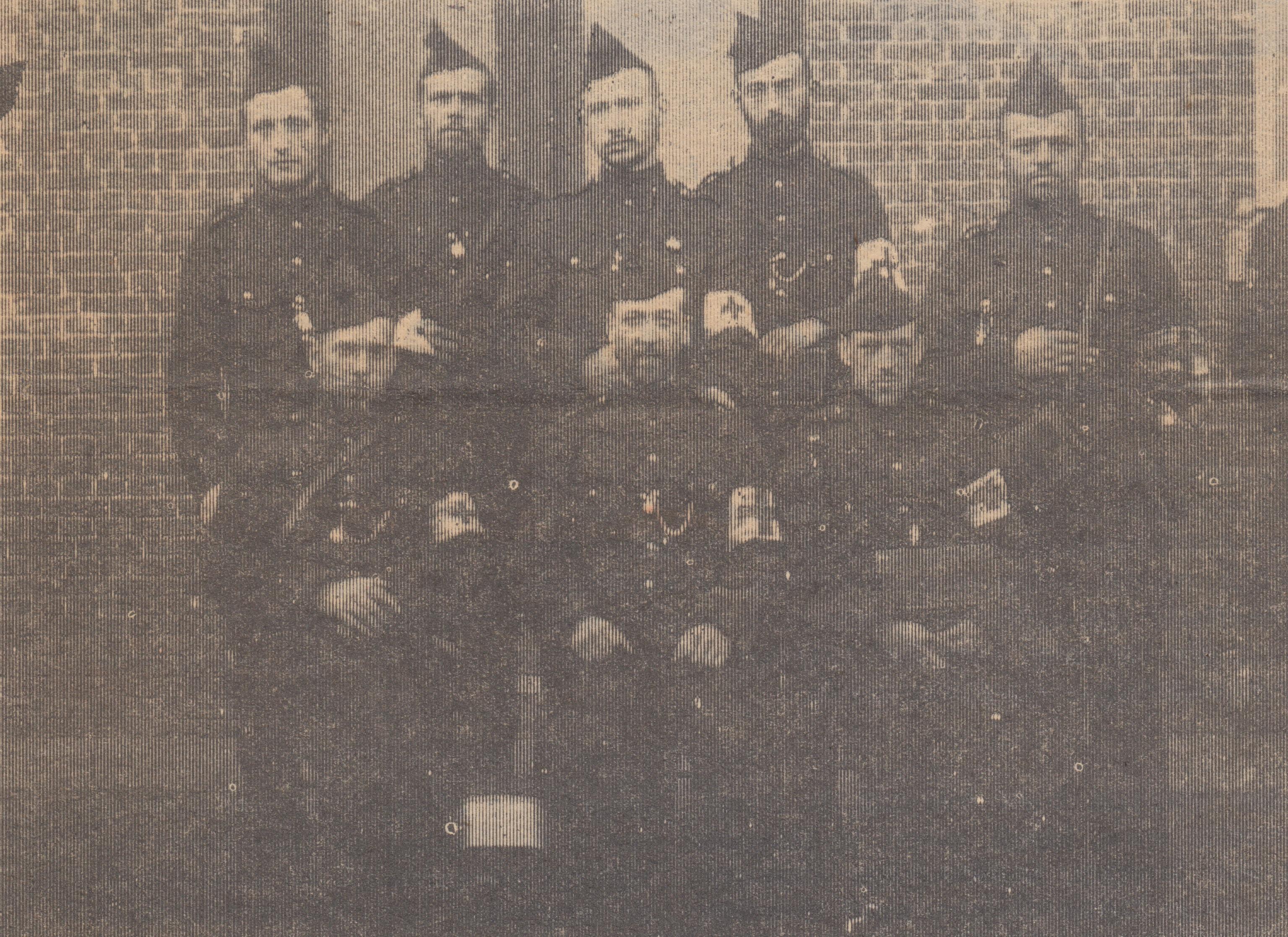 Gaston Rombaut - staande, tweede van links - in een groepje van brancardiers, s.d. [ADVN, DA688/2]